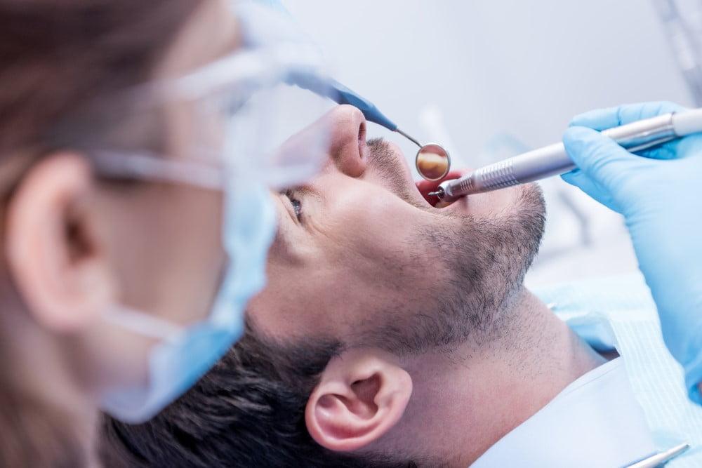 Mand ved tandlægen